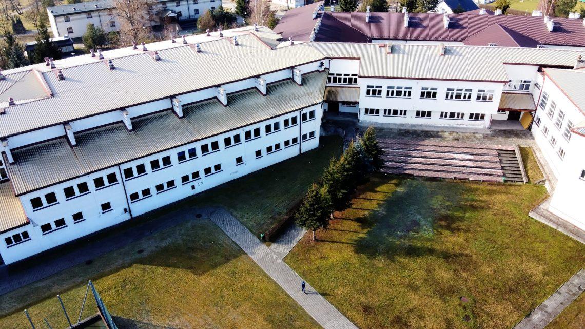 Zdjęcie szkoły z lotu ptaka